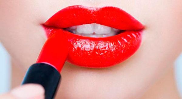 Escoge la barra de labios roja perfecta