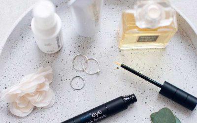 Consigue pestañas y cejas perfectas con Evoeye Eyelash, y Eyebrow.