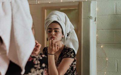Cuida tu piel en casa con una simple rutina de belleza